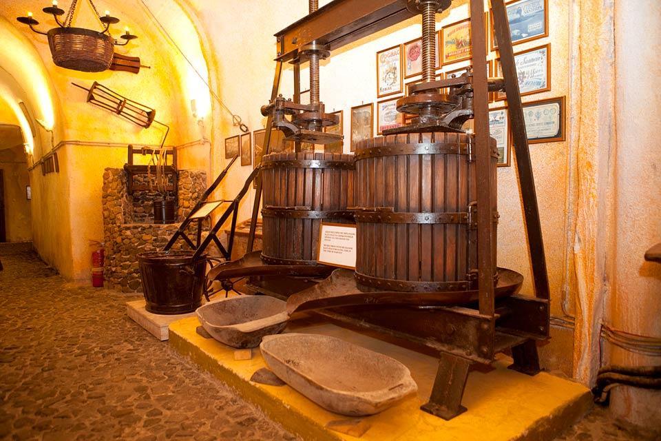 Le Musée du vin à Santorin, Les monuments, Le vin de Santorin, Cyclades