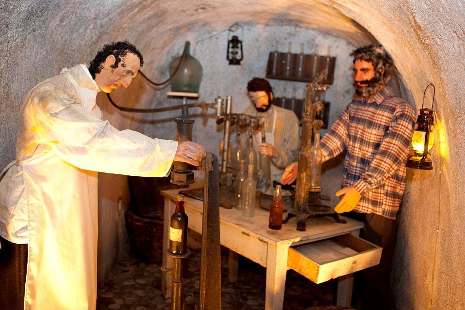 Le Musée du vin à Santorin, Les monuments, La fabrication du vin de Santorin, Cyclades