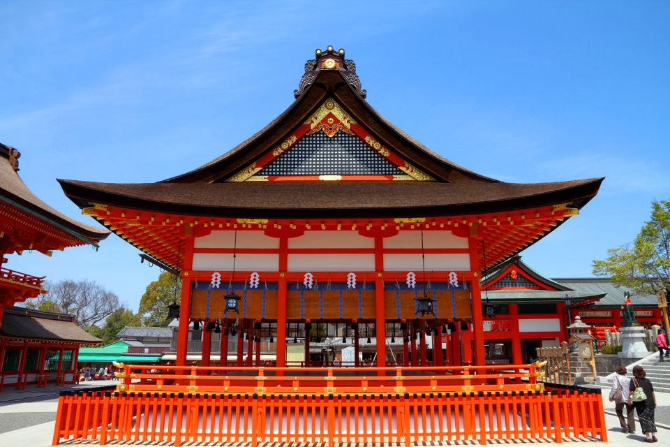 KYOTO- Fushimi Inari Taisha , Un pequeño santuario en Fushimi Inari Taisha , Japón