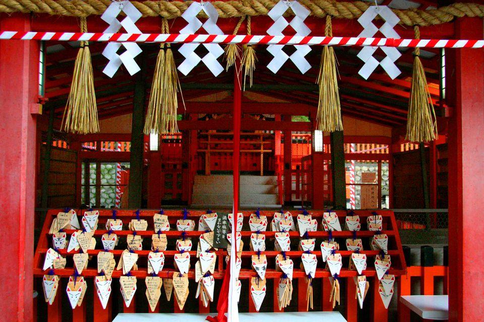 KYOTO- Fushimi Inari Taisha , Emas en la efigie de Kitsune , Japón