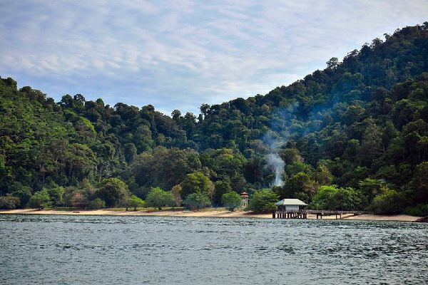 La vallée de Lenggpong , Malasia