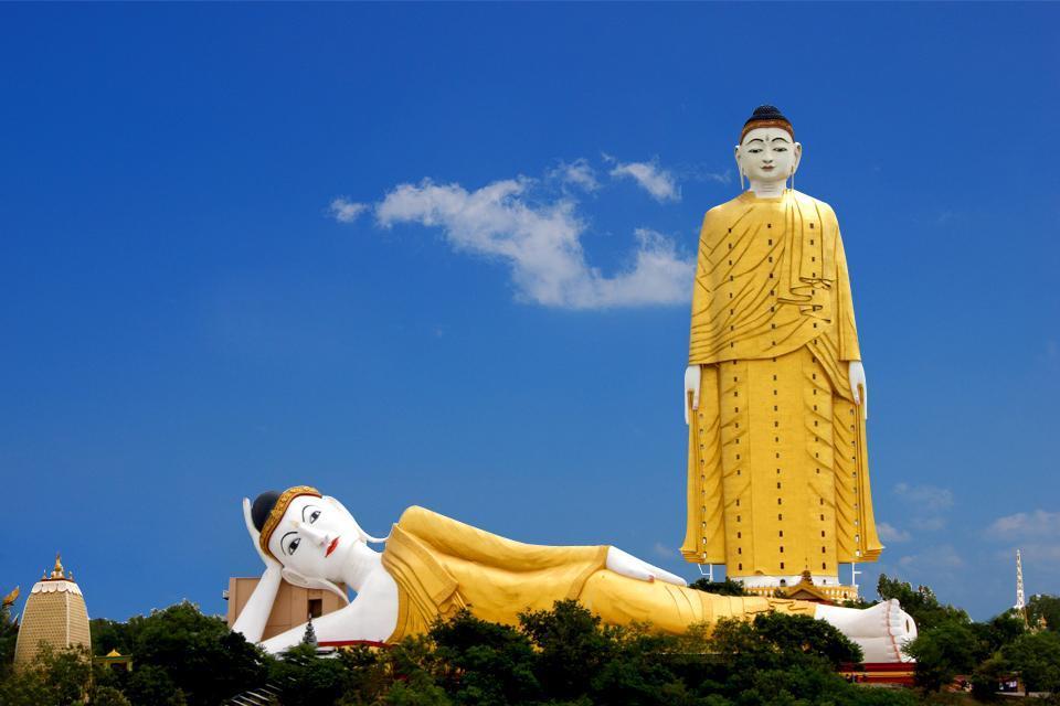 Le grand bouddha de Taung Khatakan , Deux bouddhas géants , Myanmar