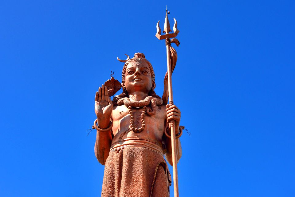 Grand Bassin , The size of the statue , Mauritius