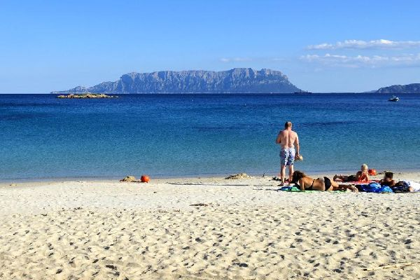 La Isla Tavolara , Una isla de difícil acceso , Italia