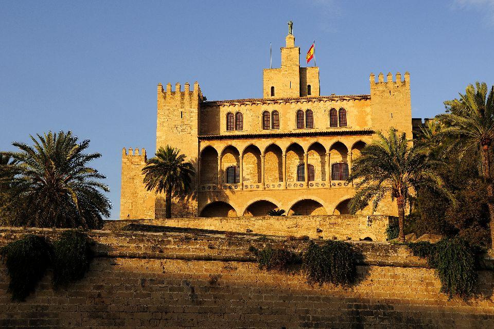 La cathédrale de Palma , Le palais de l'Almudaina , Espagne