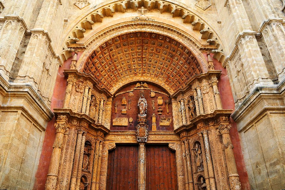 Palma Cathedral , The door to the Palma Cathedral , Spain