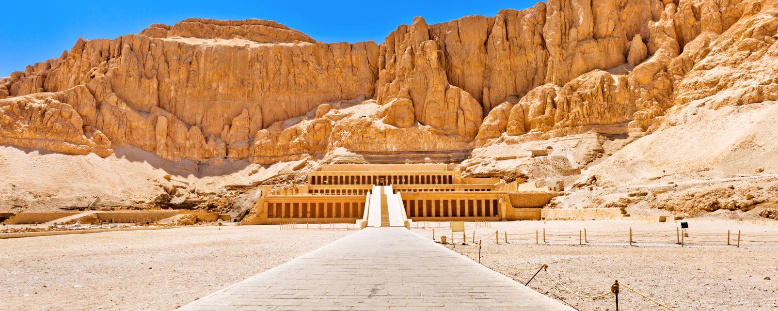 Vista dall'esterno del Tempio di Hatshepsut, Il tempio di Hatchepsut a Deir el-Bahari, I siti, Egitto