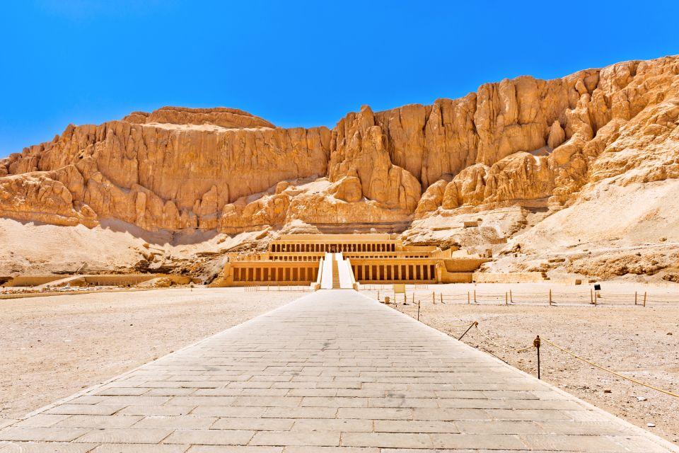 Le temple d'Hatchepsout vu de l'esplanade extérieure, Le temple d'Hatchepsout à Deir el-Bahari, Les sites, Egypte