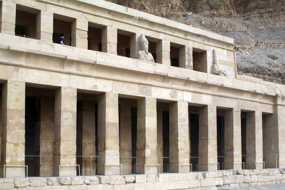 L'allée bordée de statues, Le temple d'Hatchepsout à Deir el-Bahari, Les sites, Egypte