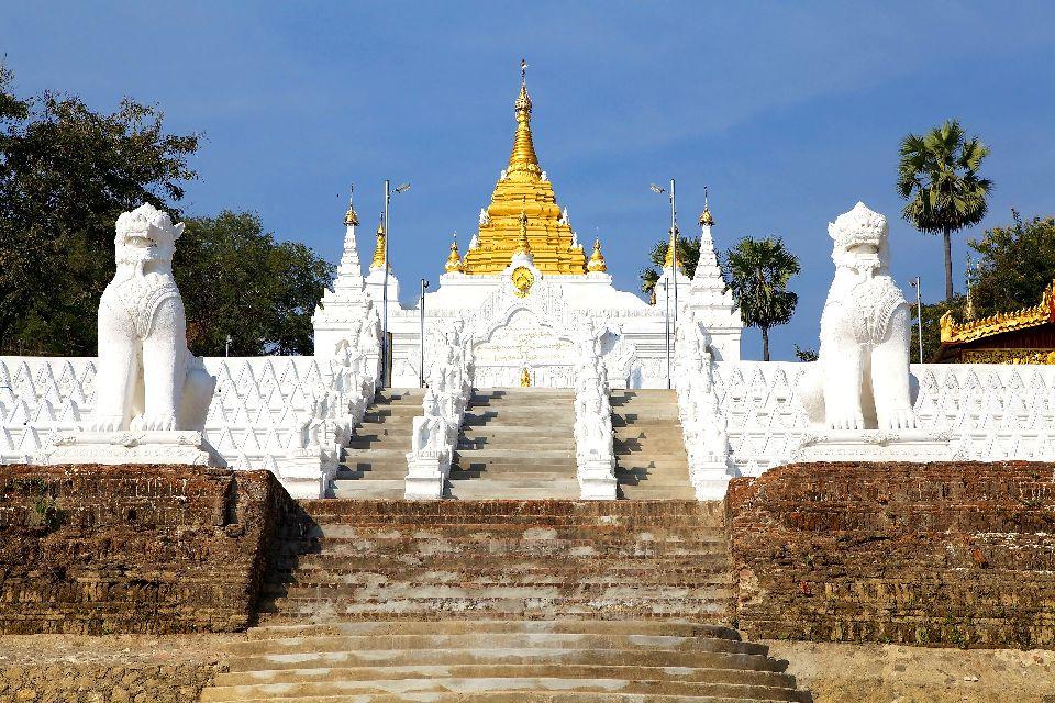 Mingun , Les deux lions géants du roi Bodawpaya , Birmanie
