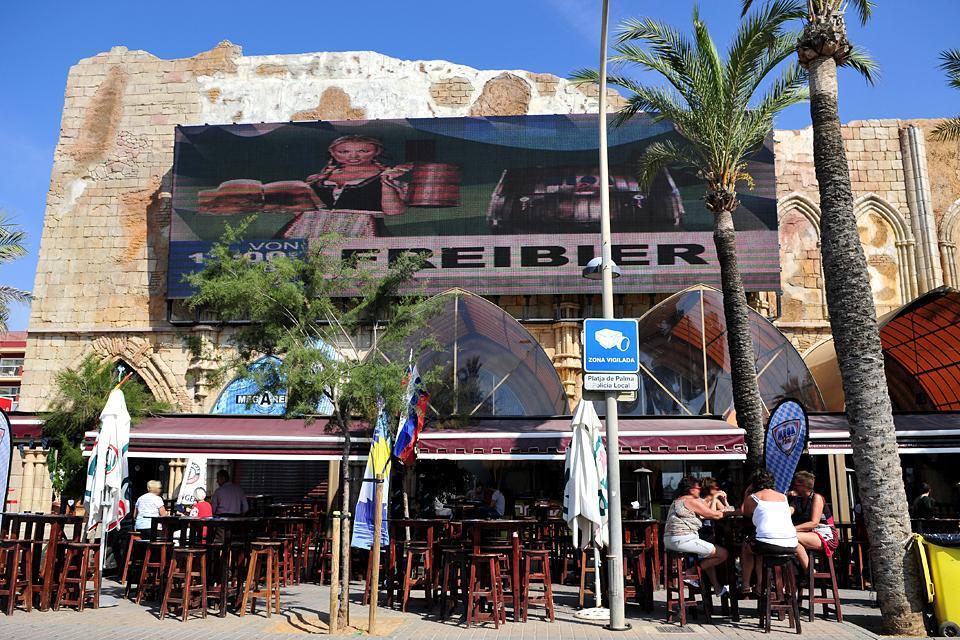 La bierstrasse à Playa de Palma , Spagna