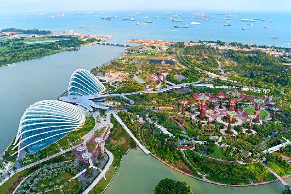 Le parc Gardens by the Bay , Gigantesques serres futuristes , Singapour