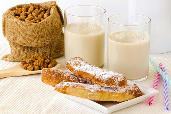 Un desayuno completo, l'Horchata de Chufa, Gastronomía, Comunidad Valenciana