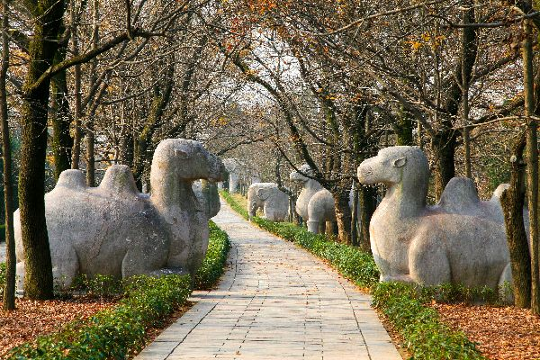 Les tombeaux des Ming (Shisanling) , Le parc extérieur , Chine