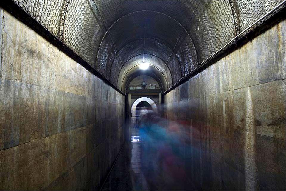 Les tombeaux des Ming (Shisanling) , Un couloir des tombeaux , Chine