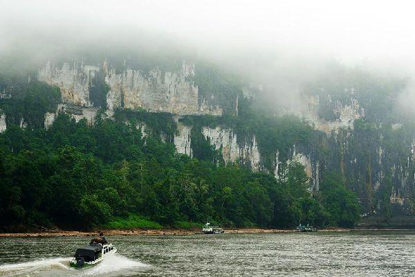La rivière Mahakam , Indonésie