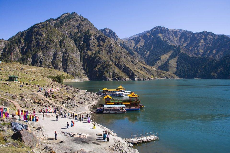 La route d'Urümqi , Les montagnes Tian Shan , Chine