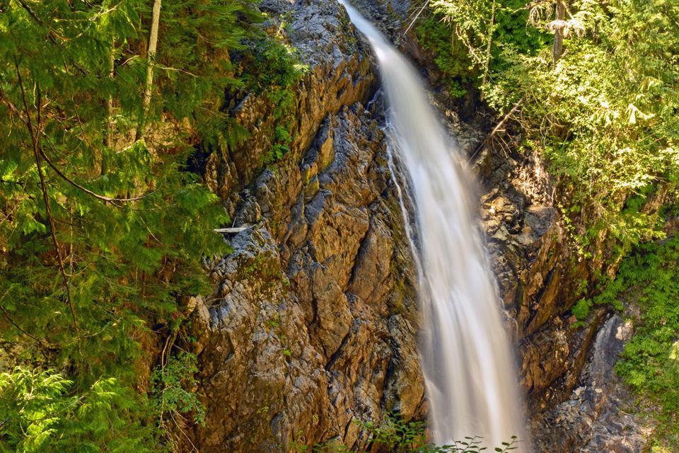 Della Falls , Canada