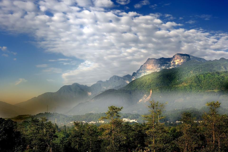 Emej Shan , China