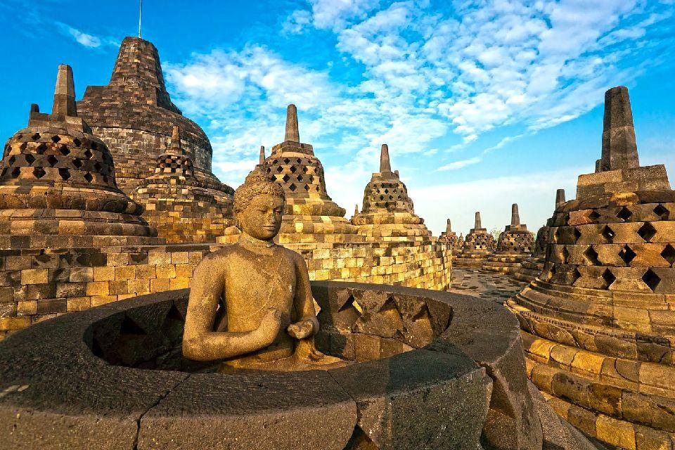 Le temple de Borobudur , Stupas , Indonésie
