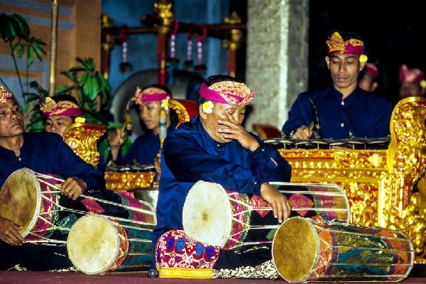 Gamelan , Indonesia