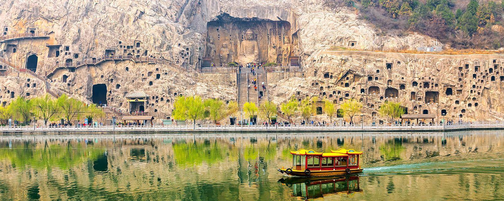 Les grottes bouddhiques de Longmen , Chine