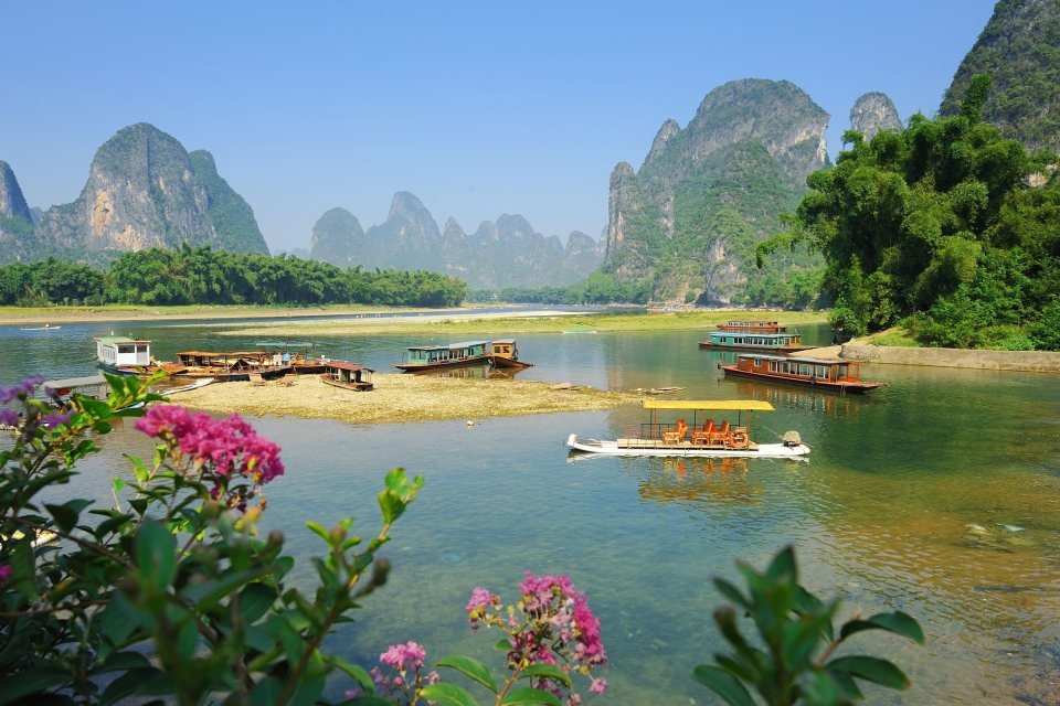 Les pains de sucre de Guilin , Des pêcheurs sur le fleuve Li , Chine