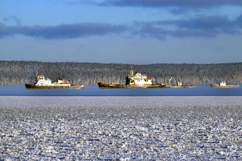 Frêt maritime et pêche sur le lac, Le lac Onega, Les paysages, Le nord de la Russie