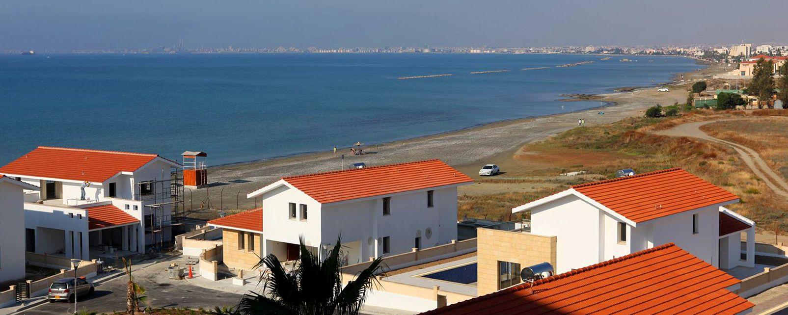 La baie de Larnaka , Une côte urbanisée , Chypre