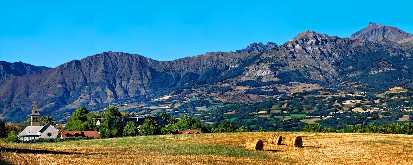 La faune et la flore, Pays des Ecrins, Provence Alpes Côte d'Azur, France, Europe, village, montagne, Alpes, église