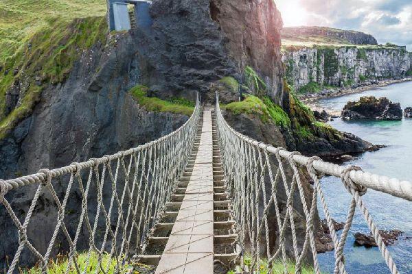 Carrick-a-Rede rope bridge , Royaume-Uni