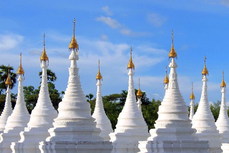 La pagode Kuthodaw à Mandalay , Le plus grand livre du monde , Birmanie