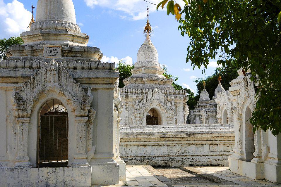 La pagode Kuthodaw à Mandalay , L'enseignement de Bouddha , Birmanie