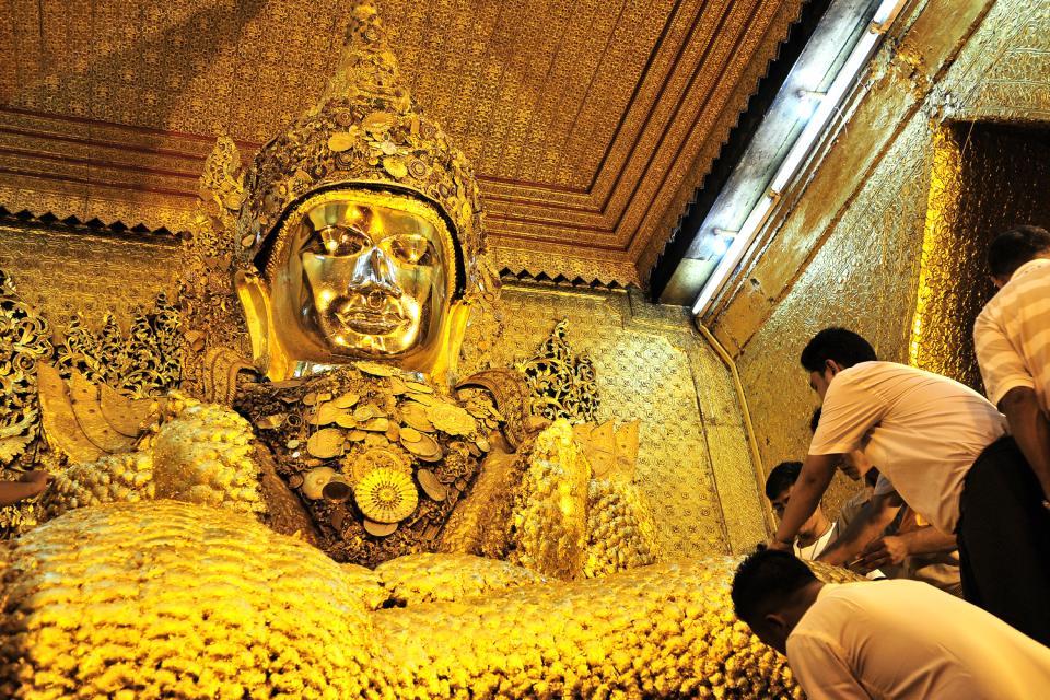 Le Bouddha Mahamuni à Mandalay, Les monuments, Le Bouddha Mahamuni à Mandalay, Birmanie