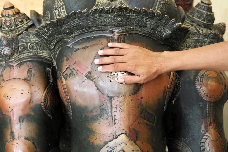 Le Bouddha Mahamuni à Mandalay, Les monuments, Statues khmères d'Angkor, Birmanie