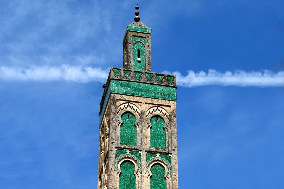 La médina de Fès , Un minaret dans la ville de Fés , Maroc