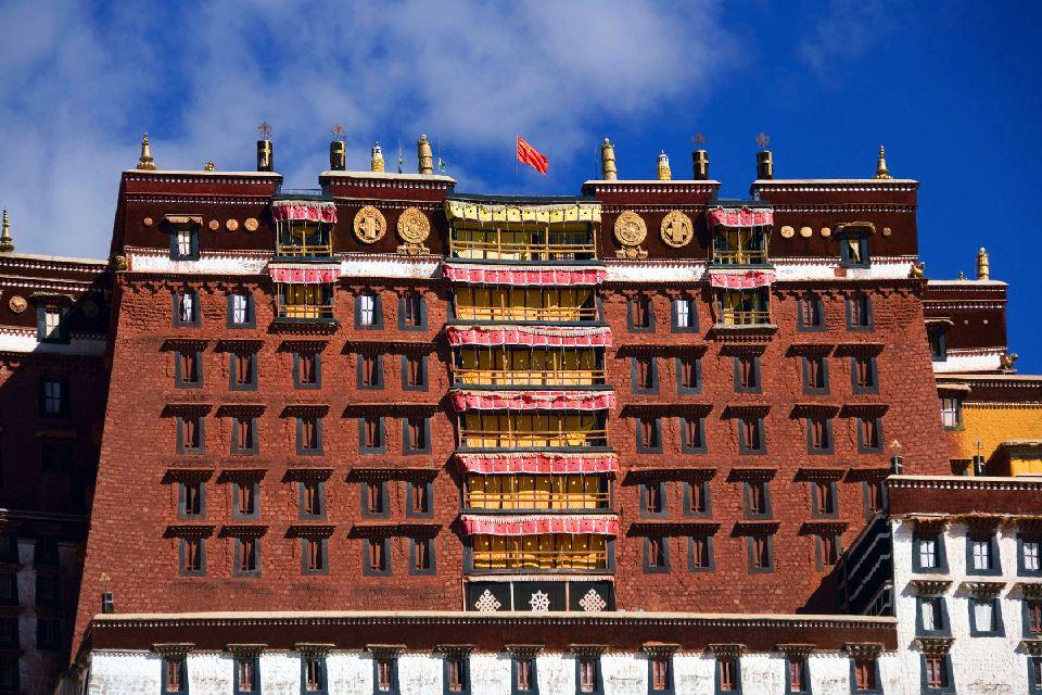 Le palais de Potala à Lhassa au Tibet , Un site fragile et menacé , Chine