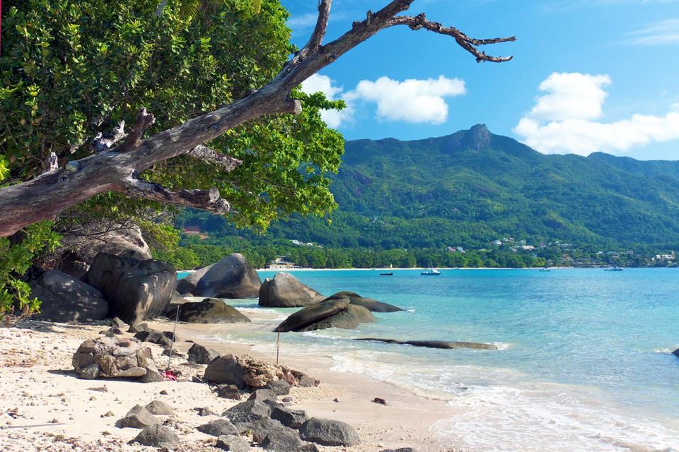 Mahé , La plage de Beauvallon , Seychelles