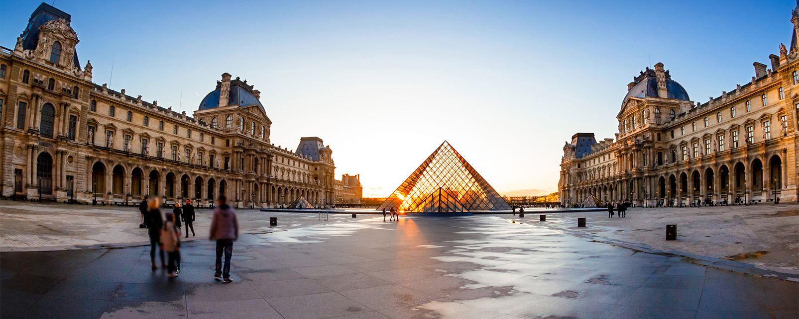 La pyramide du louvre ile de france france - Qui a construit la pyramide du louvre ...