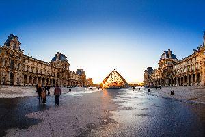 La Pyramide du Louvre , La pyramide du Louvre , France