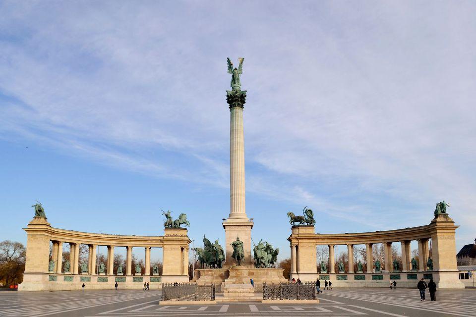 La place des Héros à Budapest, Les monuments, Budapest, Hongrie