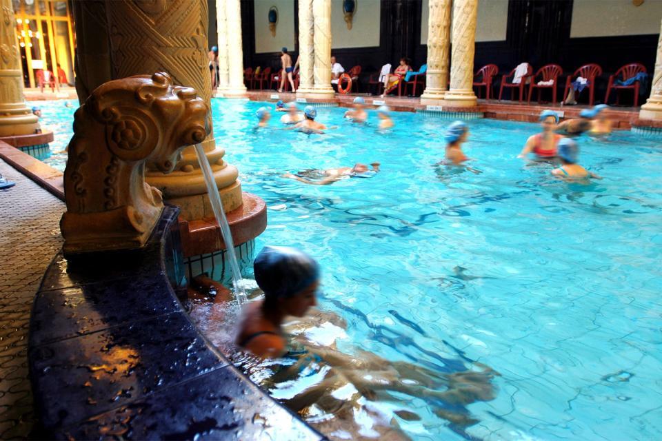 Les bains thermaux de Gellert , La décoration de la piscine , Hongrie