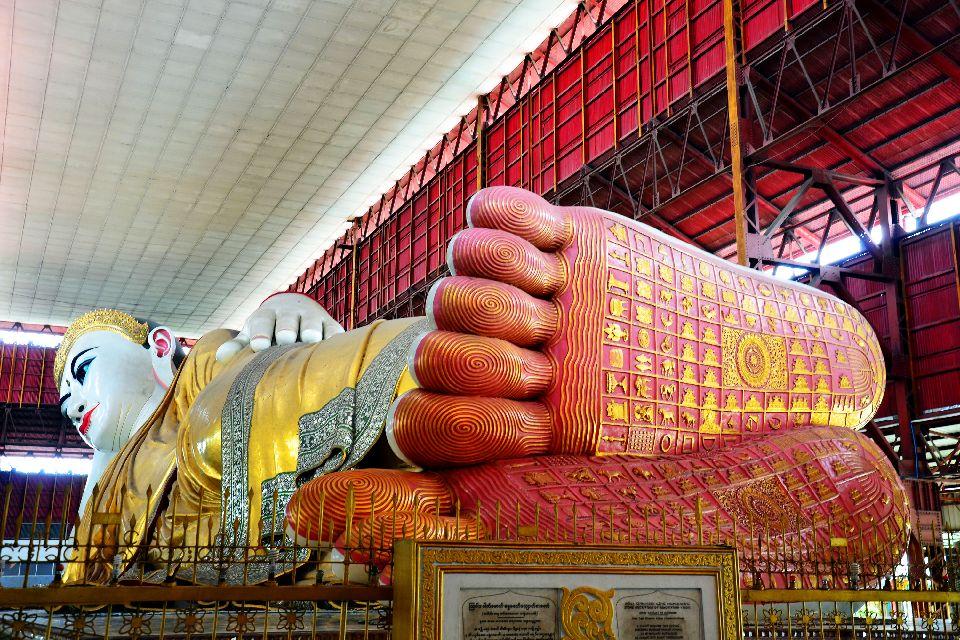 La pagode Kyaukhtatgyi à Yangon , Birmanie