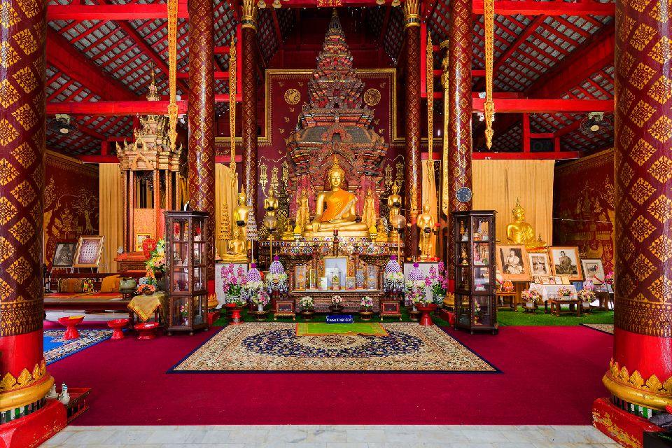 Les temples de Chiang Mai , Les offrandes pour Bouddha , Thaïlande