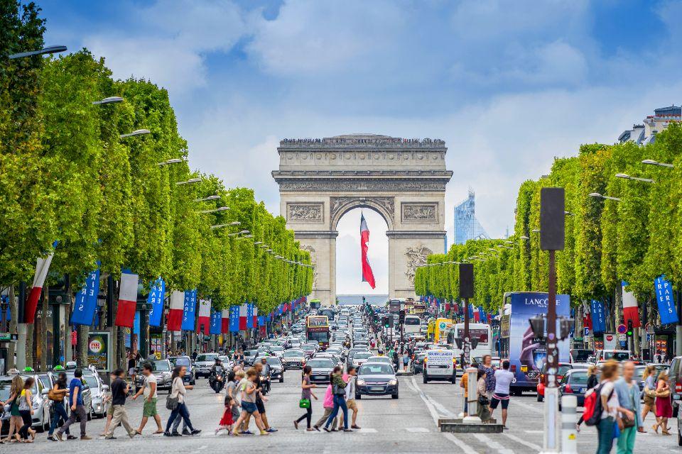 Les Champs-Elysées , France