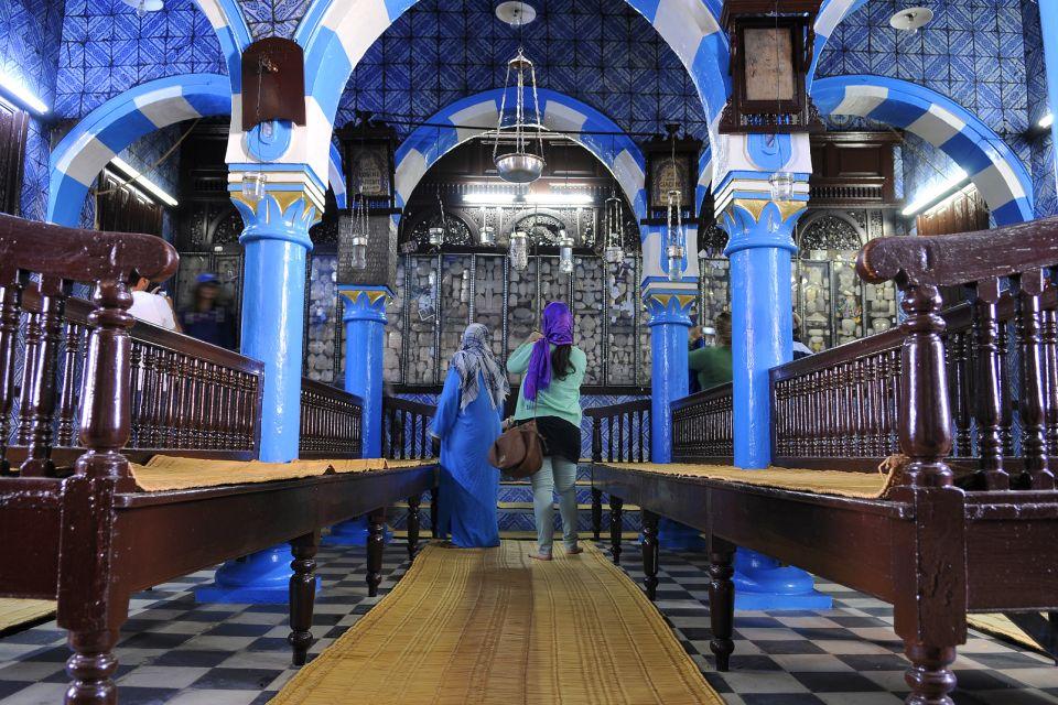 La synagogue de Djerba , Lustre majestueux , Tunisie