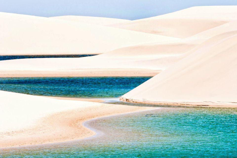 Parc national des Lençóis Maranhenses , Dunes de sable et eau turquoise , Brésil