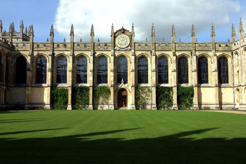 Oxford University , Le cadran solaire du All Soul's College , Royaume-Uni