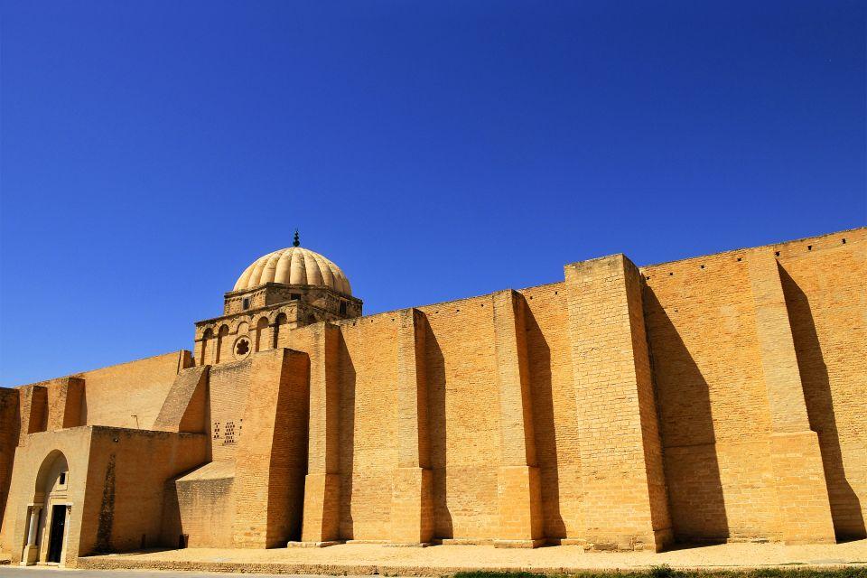 La mosquée de Kairouan , Une mosquée fortifiée , Tunisie