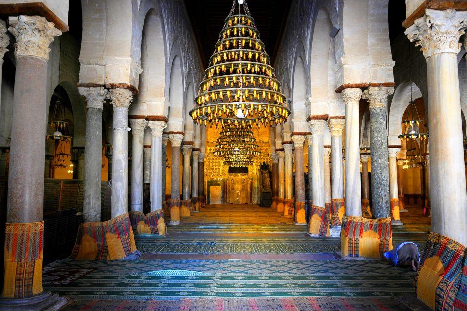 La mosquée de Kairouan , Les salles de prière , Tunisie